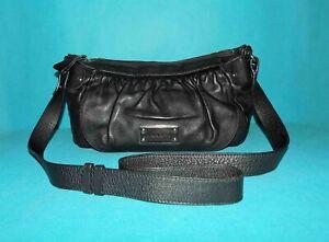 sac LAMARTHE en cuir noir porté épaule ou travers avec dustbag