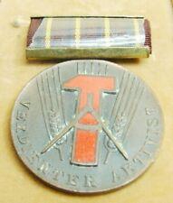 DDR Medaille Verdienter Aktivist (Hammer n. links) Bartel 54 c