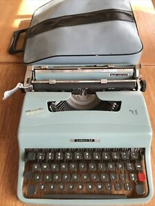 Olivetti Underwood Lettera 32 Portable Typewriter - Original Travel Case