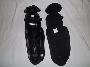 "WILSON A3434 BASEBALL/SOFTBALL 14""  CATCHERS LEG GUARDS -BLACK"