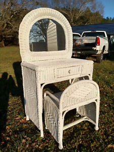 VINTAGE WHITE WICKER VANITY WITH MIRROR AND STOOL/DRAWER CLEAN CONDITION