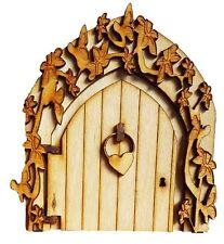 Porta di Fata con Fiore e Farfalla Surround con cuore con batacchio