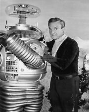 "JONATHAN HARRIS & ""THE ROBOT"" IN ""LOST IN SPACE"" - 8X10 PUBLICITY PHOTO (DA-541)"