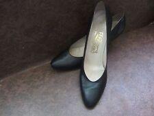 Women's Salvatore Ferragamo Leather Shoes Size US 9