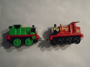 THOMAS & FRIENDS  DIECAST  RAILWAY  FISHER PRICE, ( PERCY  &  JAMES  ENGINES  )