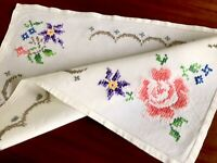 VINTAGE HAND EMBROIDERED WHITE LINEN TRAY CLOTH TABLE CENTRE 22x15.5 Inches