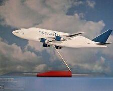 Hogan Wings 1:200   Boeing 747 LCF Dreamlifter  Boeing N780BA + Holzstandfuss