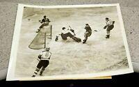 New York Rangers vs Boston Bruins 1940 ~ Vintage Type 1 Wire Press Photo ~ RARE