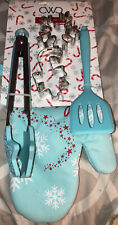 Cwc Xmas 5 Piece Baking Set 9 Inch Tongs Turner 2 Cookie Cutters Oven Mit -New