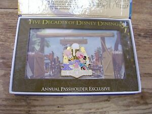 Pin Badge Five Decades Disney Dining Golden Horseshoe Daffy Duck Minnie Mouse