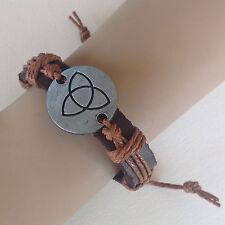 bijou celtique bracelet cuir médaillon motif triquetra cordon marron