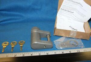"Medeco ASSA G8R all weatherproof padlock with 3 working keys & 7/16"" shackle"