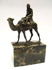 Beduino a kamel bronce personaje en escultura mármol zócalo Camel