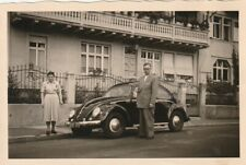 Foto Hübsches Mädchen vor VW Käfer Auto Oldtimer-1