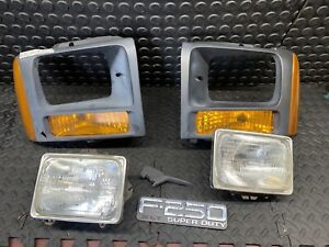 Headlight For 2005 Ford F-250 Super Duty Driver and Passenger Side