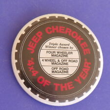 JEEP CHEROKEE 4X4 OF THE YEAR VTG BUTTON PIN ADVERTISING COLLECTABLE 1984