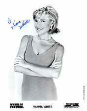 VANNA WHITE HAND SIGNED 10 X 8 BLACK & WHITE WHEEL OF FORTUNE PROMO PHOTOGRAPH
