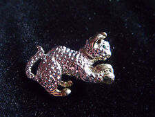 Cute little silver and gold tone cat playing brooch with green glass eye