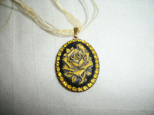 NECKLACE PENDANT 30x40mm ROSE FLOWER CAMEO PICTURE LOCKET BRASS BRONZE CRYSTALS