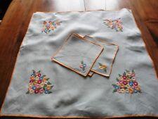 Vintage carre de table brode de rods orange avec 4 serviettes