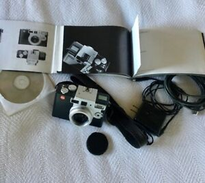 LEICA Digilux 1 camera -works when plugged in to outlet, needs new battery
