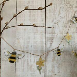 1m Wooden Easter Garland Bumble Bee & Primrose Gisela Graham Vintage Bunting