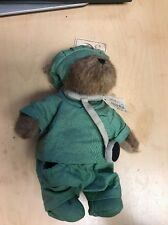 Boyd's bear Doc Bearsley Green scrubs and stethascope 903302 , Retired 2002