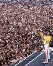 Freddie Mercury UNSIGNED photograph - L3023 -  Wembley, London, 1986 - NEW IMAGE