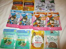 12 pouches of variety food & treats, 7 dif samples your cat can try !