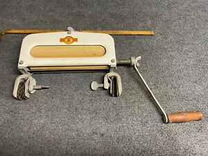 """Handy Hot Hand Crank Clothing Wringer 9.5"""" Mounting Hardware Clean & Working"""