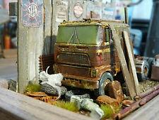 Ford Truck CLT 9000 Zugmaschine Bj.1983 - Scheunenfund Diorama Maßstab 1:64 NEO