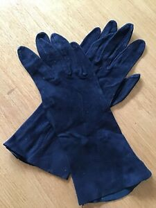 VINTAGE LADIES SUEDE LEATHER GLOVES - BLACK PUNCHED SIZE 6 3/4.