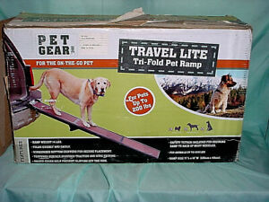 Pet Gear Travel Lite Tri-Fold Pet Ramp For Dogs up to 200lbs (New) Light SUV