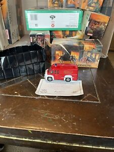 Matchbox Models of Yesteryear 1948 Dodge Route Van Fire Fighter Support Truck