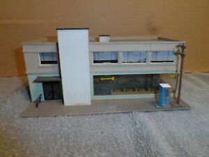 HO SCALE  2 STORE CAFE & OFFICE BUILDING