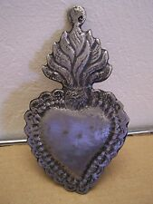Tin/Silver Larger Sacred Heart with Wavy Flames & Scallops Milagro Ex Voto