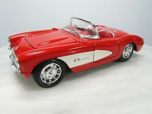 1957 CORVETTE  1/24 Welly #9393  CLASSIC RED & WHITE  Opening Doors & Hood