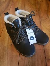 Nwt Cat & Jack Boys Gray Black sherpa lined boots Size 4 New