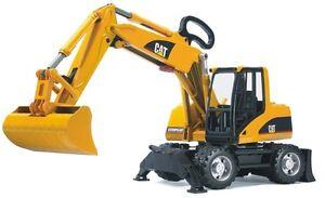 02445 - Bruder Caterpillar Escavatore Gommato