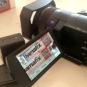 Sony FDR-AX700 4K Camcorder - black PLUS EXTRA BATTERY