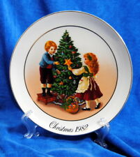 Wall Plate 24K Gold Trim Christmas Memories Porcelain Decoration Avon 1982