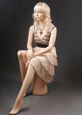 sitzende Schaufensterpuppe realistisch Loutoff LZM1 Mannequin Frau Lebensecht