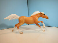BREYER STABLEMATE-Wild At Heart Palomino Mustang Horse Model Horse-New