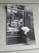 Photographie vintage Crazy man nude in Park Street troubles 17 cm x 25 cm 1970