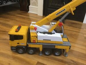 Bruder 3570 Scania R-Series Liebherr Crane Truck Lorry Construction Toy 1:16