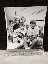 """MAY 20, 1967 MICKEY MANTLE FAMILY 500 AP/ WIDE WORLD 8"""" X 10"""" B&W PHOTO REPRINT"""