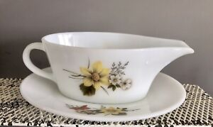 Vintage 1970sJAJ Pyrex Autumn Glory Gold Gravy Boat And Stand Great Condition