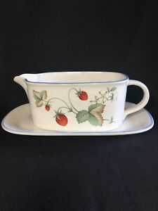 Savoir Vivre Luscious Pattern Gravy Boat & Underplate. Strawberry Blooms. JJ017