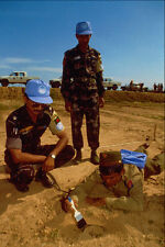 518082 UNTAC Peacekeepers Teach A Soldier How To Deactivate Mines A4 Photo Print