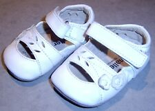 SMALLER BY SEE KAI RUN BABY GIRLS WHITE LEATHER CRIB SHOES  SZ 6 - 9 MONTHS